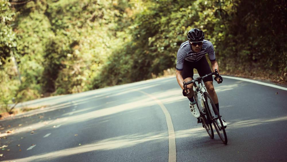 Un libro con las mejores rutas ciclistas para aficionados