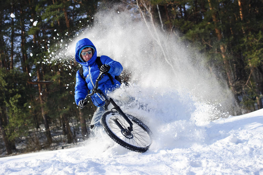 Si sales en bicicleta durante el invierno, abrígate bien. Te decimos cómo hacerlo